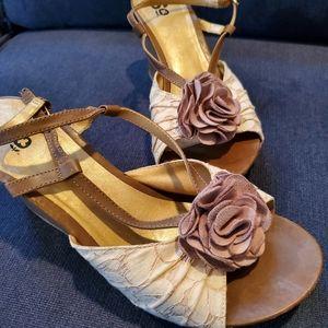 So Brand wedge heels Sz 10. 🌼 SPRING 🌸
